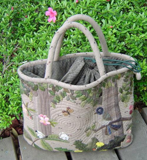 У сумки, особенно лоскутной, чаще всего пачкаются ручки.